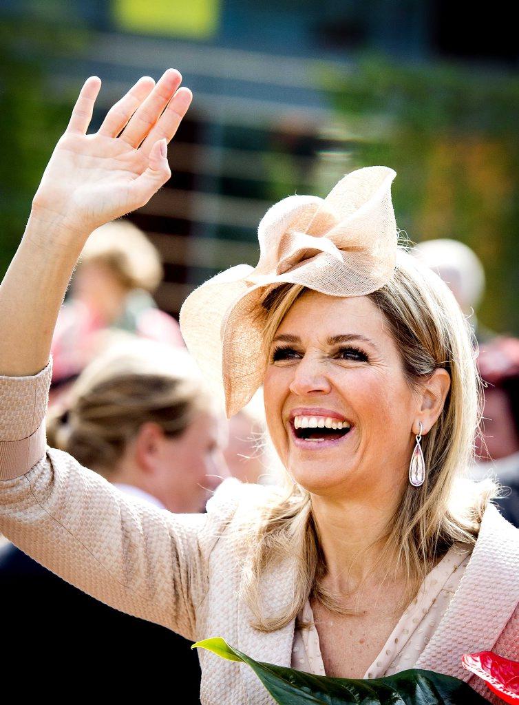 Koningin Maxima opent nieuwbouw doveninstituut