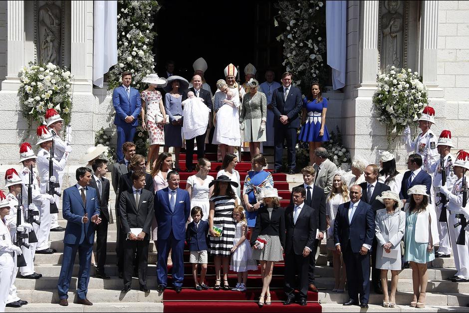 Devant-la-cathedrale-de-Monaco-apres-la-ceremonie