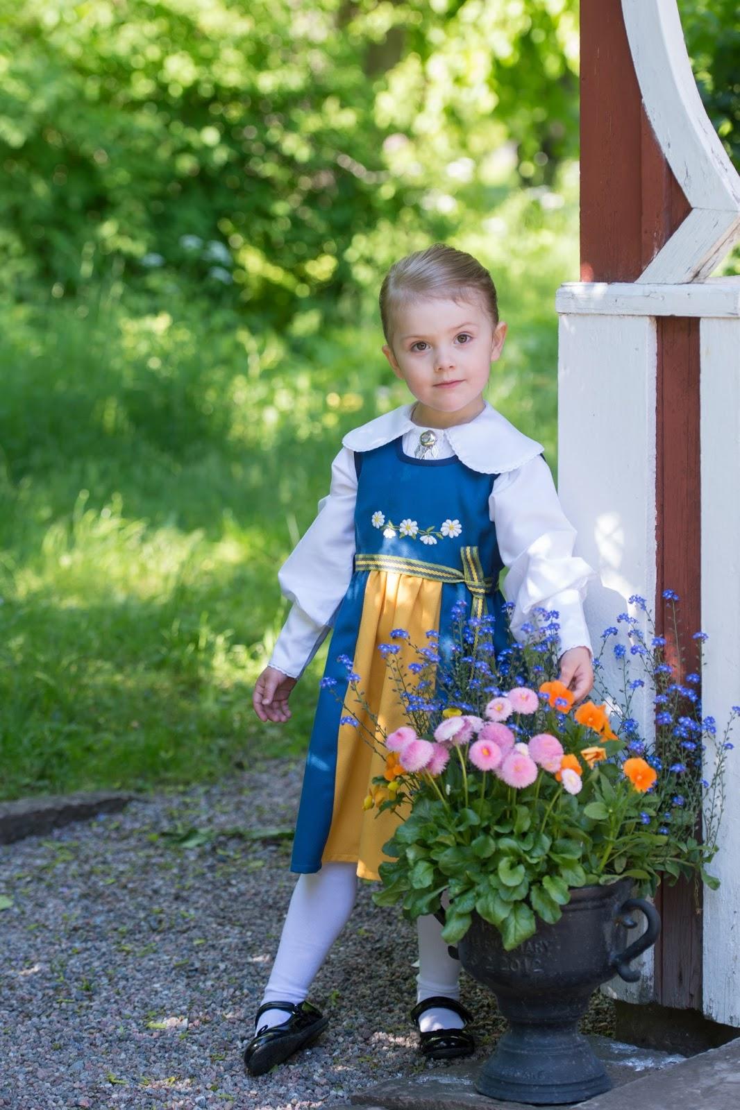 Prinsessan_Estelle_i_Sverigedra_kt._Foto_Kate_Gabor_Kungahuset.se_