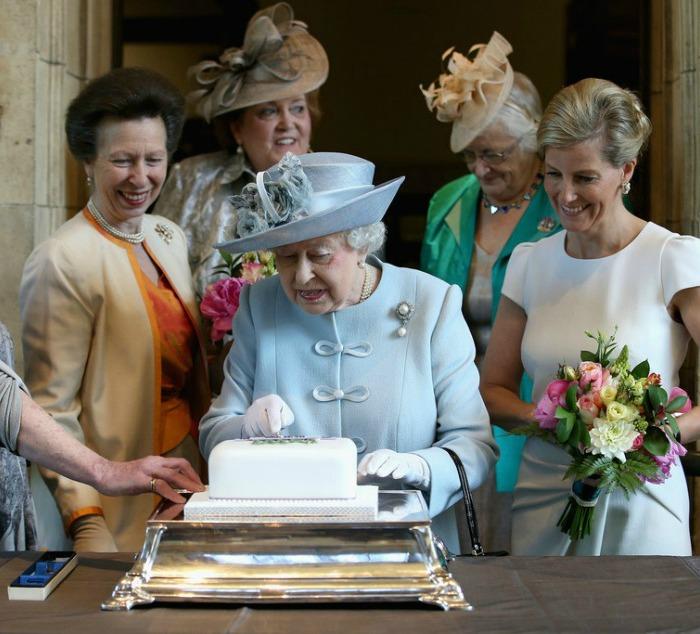 Queen+Elizabeth+II+Attends+Centenary+Annual+LG9mSEgP4QNx