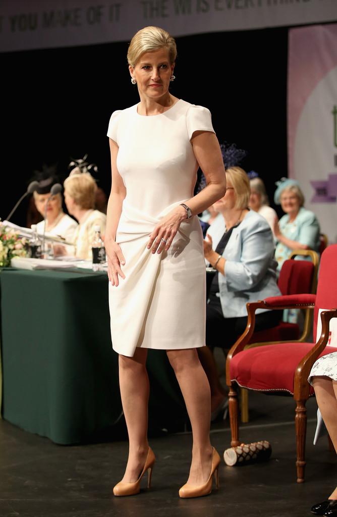Queen+Elizabeth+II+Attends+Centenary+Annual+zwyqnyaQoY5x