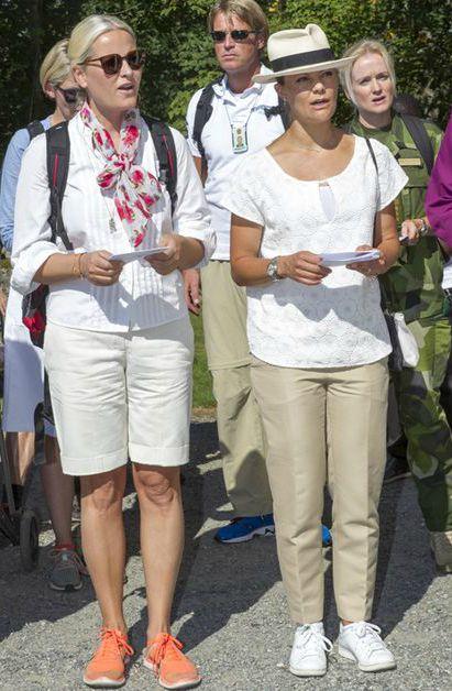 Les-princesses-Mette-Marit-de-Norvege-et-Victoria-de-Suede-a-Halden-en-Norvege-le-22-aout-2015