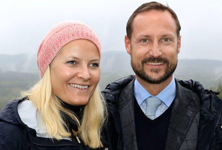 La-princesse-Mette-Marit-et-le-prince-Haakon-de-Norvege-a-Nittedal-le-17-septembre-2015