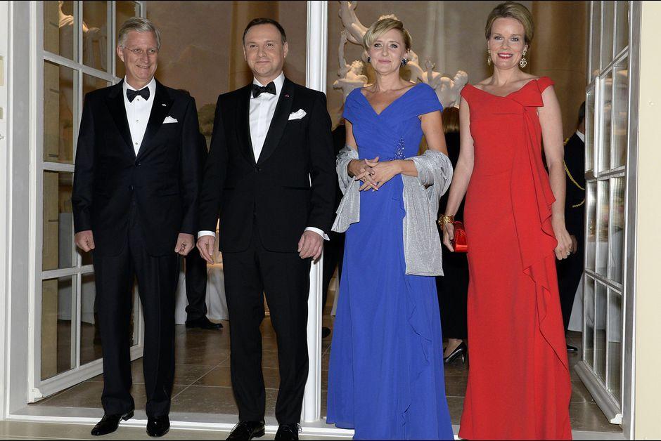 La-reine-Mathilde-et-le-roi-Philippe-de-Belgique-avec-Andrzej-et-Agata-Duda-a-Varsovie-le-14-octobre-2015