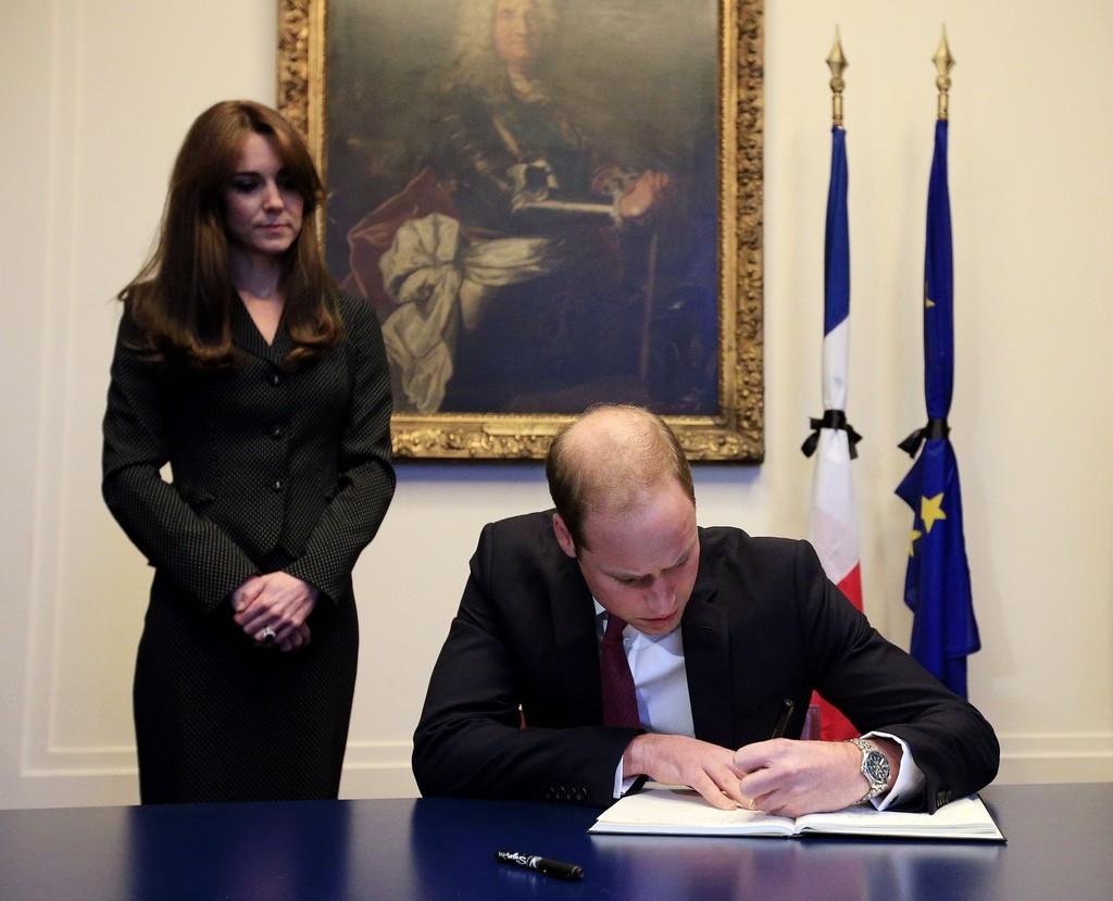 Duke+Duchess+Cambridge+Sign+Book+Condolences+OFvIFDq38Zax