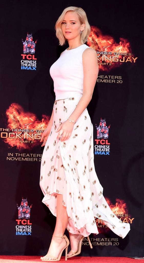 Jennifer-Lawrence-Vogue-2Nov15-Getty_b