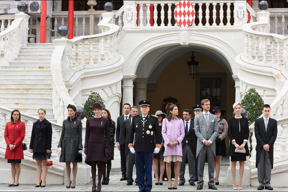 La-princesse-Charlene-et-le-prince-Albert-II-de-Monaco-avec-les-membres-de-la-famille-princiere-a-Monaco-le-19-novembre-2015