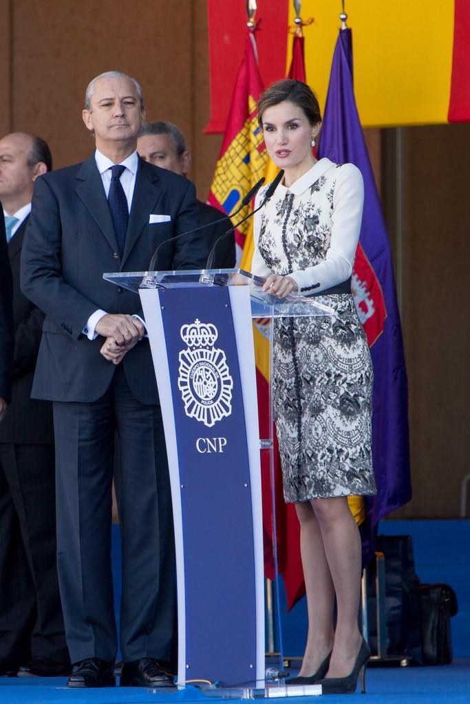 Queen+Letizia+Spain+Delivers+Spanish+Flag+le0CqfM-od1x