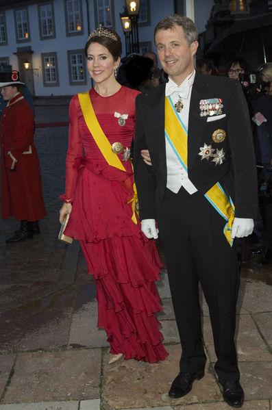La-princesse-Mary-et-le-prince-Frederik-de-Danemark-a-Fredensborg-le-13-avril-2016