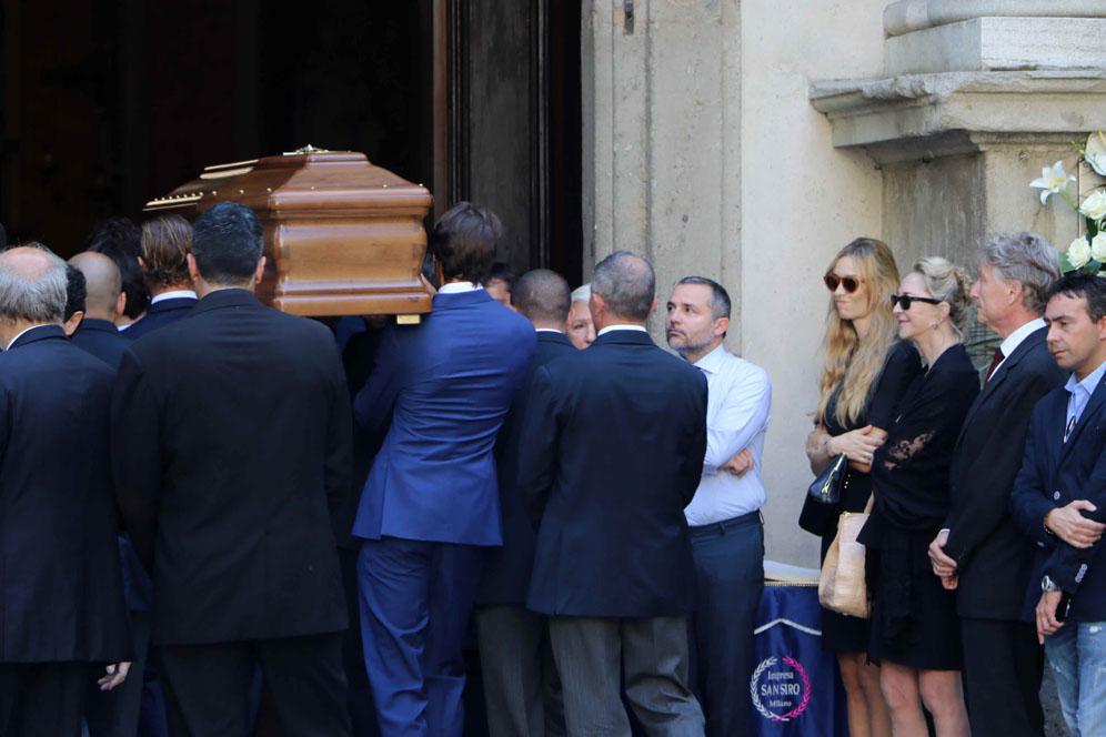 Funerali - Arrivo della salma di Marta Marzotto alla chiesa di Sant'Angelo in via Moscova