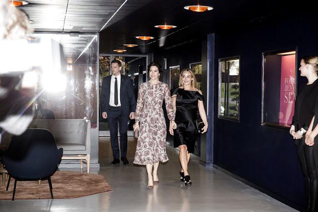 Kronprinsesse Mary (tv) og CEO for Copenhagen Fashion Summit, Eva Kruse (th), ankommer til festmiddag med Copenhagen Fashion Summit på Langelinie Pavillionen i København torsdag aften d. 11. maj 2017. . (Foto: Uffe Weng/Scanpix 2017)
