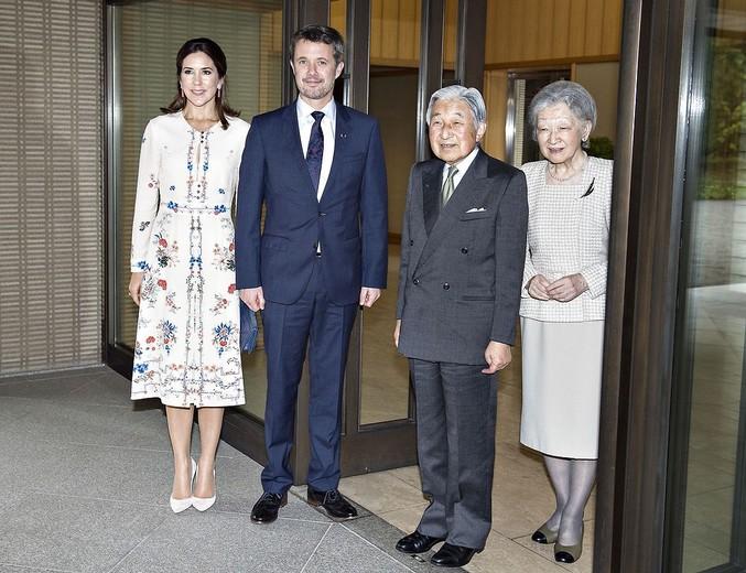 POOL - Kronprinsparret til frokost på Kejserpaladset med HKH Japans Kejser Akihito og Kejserinde Michiko, Kronprinsparret