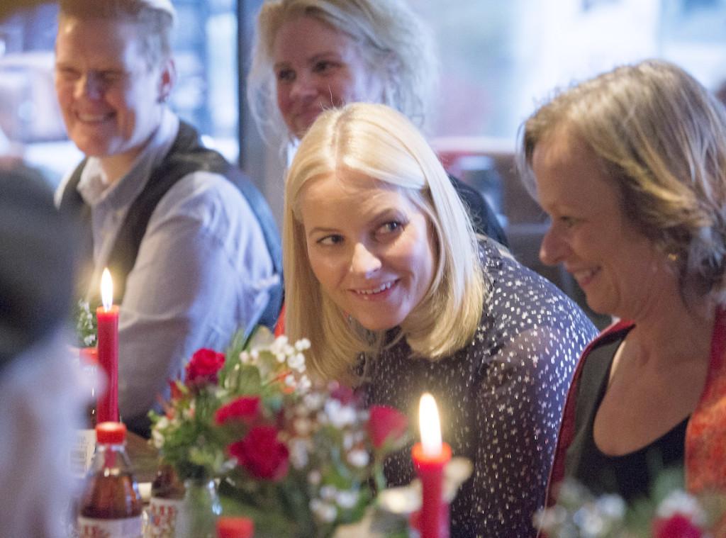 Kronsprinsparet feirer jul med Natthjemmet og Fattighuset