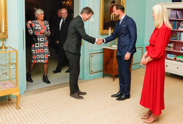 Kronprinsparet holder gjestebud på Skaugum